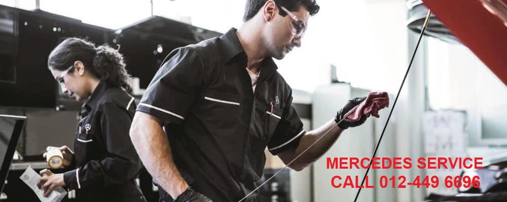 Mercedes-Benz-service-technicians